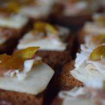 Crostino di pan di spezie con pera lardo e arancia candita